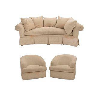 Sala. SXX. Estructura en madera. Tapicería de tela color beige. Consta de: sofa semicurvo de 3 plazas y par de sillones.
