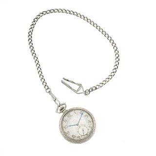 Reloj Elgin de bolsillo. Movimiento manual. Caja circular en acero de 44 mm. Carátula color gris con índices de números arábigos.