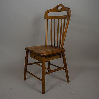 La Malinche. Silla valet - buró en madera de olmo / Elm wood chair - man's valet - nightstand