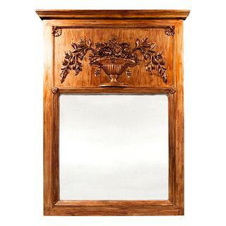 Espejo. SXX. Diseño arquitectónico. Elaborado en madera y pasta dorada. Con luna rectangular. Decorado con bouquet. 121 x 90 cm