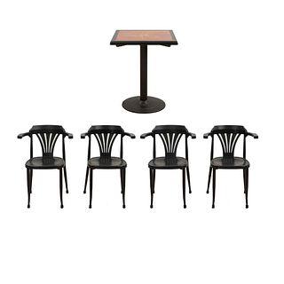 Antecomedor. SXX. Elaborado en aglomerado laqueada, metal y fibra de vidrio. Consta de: Mesa y 4 sillones. Piezas: 5