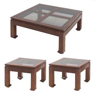 Mesa de centro y 2 mesas auxiliares. SXX. Elaboradas en madera. Con cubiertas de vidrio y fustes lisos. Piezas: 3