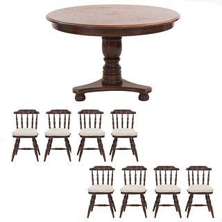 Comedor. SXX. Elaborado en madera. Mesa con cubierta circular, fuste a manera de jarrón y soportes tipo bollo. 73 x 122 (mesa)
