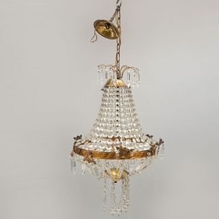 Candil. SXX. Estilo imperio. Elaborado en metal dorado. Para 3 luces. Decorado con hilos de cristal.