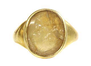 A Georgian gentlemen's gold agate intaglio cameo ring,