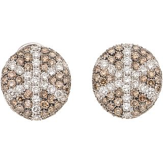 PAIR OF EARRINGS WITH DIAMONDS IN 18K WHITE GOLD Brilliant cut diamonds ~3.80 ct. Weight: 10.6 g