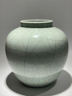 Qing Dynasty Qianlong Period Made Mark, Ge Kiln White Porcelain Jar, High Quality Inmitation