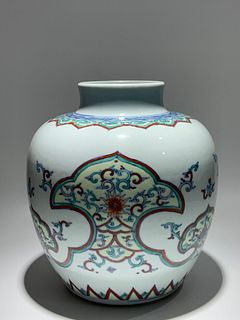 Qing Dynasty Kangxi Period Made Mark, Dou Color Rendong Pattern White Porcelain Jar