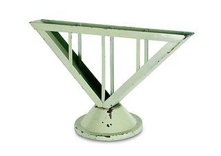 2 Serviettenhalter nach einem Entwurf von Marianne Brandt. Gotha, Ruppelwerke, um 1930. Je lackiertes Metall, in grün und türkis. Höhe je ca. 13 cm.