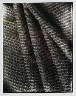 Hennig, Albert o.T. (Stoffmuster). 1940. Silbergelatine auf Agfa-Photopapier. 32 x 25 cm (40 x 30,5 cm). Signiert und datiert.