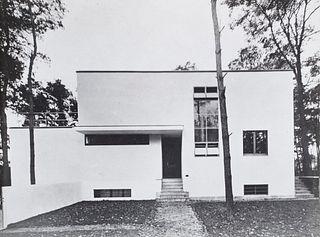 """""""Sammlung von 2 Photographien und einem architektonischen Siebdruck. Abzüge wohl von 1969 nach den Originalen von 1924 bzw. 1926. Maße je 18 x 24 cm"""