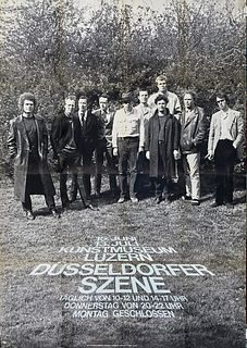 Gefaltetes Plakat mit Austellungsführer verso der Ausstellung Düsseldorfer Szene 1969 im Kunstmuseum Luzern. Gefaltet.