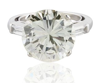 A 7.36 CT ROUND BRILLIANT AND TRAPEZOID DIAMOND RING