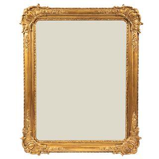 Espejo. Principios del SXX. Elaborado en madera dorada y luna rectangular. 80 x 100 cm