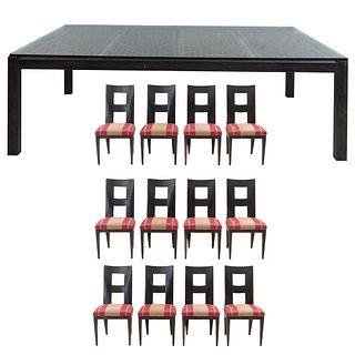 Comedor. SXX. Elaborado en madera. Mesa con cubierta rectangular, fustes y soportes lisos. 12 sillas con respaldos semiabiertos. Pz 13