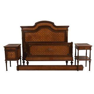 Recámara. SXX. Estilo Luis XVI. Talla en madera. Consta de: Cama matrimonial, buró y mesa de noche. Piezas: 4