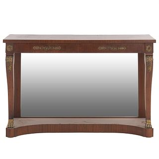 Consola. SXX. Estilo Imperio. Elaborada en madera enchapada con aplicaciones de metal dorado. Cubierta rectangular.