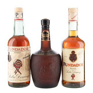 Tequila y Brandy. a) Tres generaciones. Tequila añejo. b) Fundador. Brandy. Total de piezas: 3.
