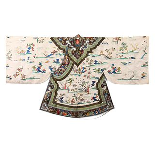 A WHITE-GROUND EMBROIDERED 'FIGURES AND PAVILIONS' LADY'S ROBE
