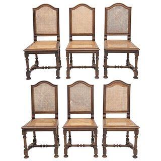 LOTE DE 6 SILLAS  FRANCIA, SXX. Estilo ENRIQUE II. Elaboradas en madera de nogal. Respaldos y asientos con bejuco entretejido.