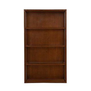 Vitrina. SXX. Talla en madera. Con 3 entrepaños y paredes laterales de vidrio. Decorado con molduras. 208 x 120 x 30 cm
