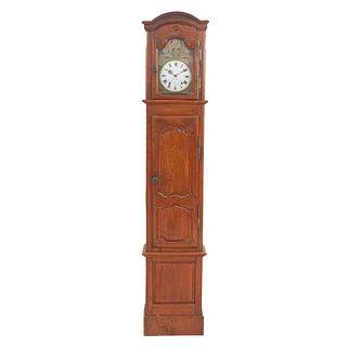 Reloj Grandfather. Francia, sXX. Elaborado en madera. Marcado Martin Simon. Mecanismo de cuerda y péndulo.