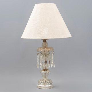 Lámpara de mesa. SXX. Elaborada en cristal y vidrio prensado con aplicaciones de metal plateado y dorado tipo Baccarat.