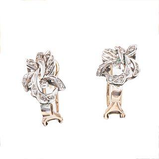 Par de aretes con diamantes, ágatas, concha y ojo de tigre en oro amarillo de 9 k y plata paladio.