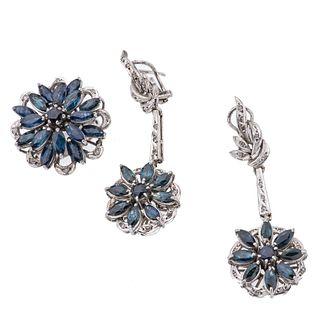 Anillo y par de aretes vintage con zafiros y diamantes en plata paladio. 34 zafiros corte marquís y redondo.