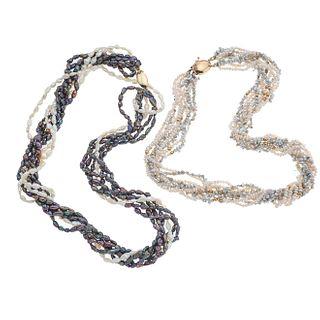 Dos collares de 7 y 8 hilos de perlas de río con broches en oro amarillo de 14k. Peso: 87.5 g.