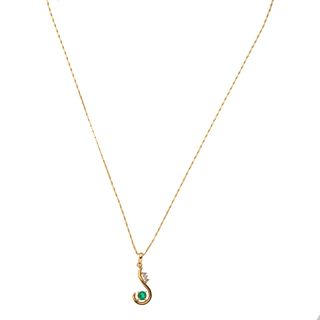 Collar y pendiente con diamantes y simulante en oro amarillo de 14k y 18k. 3 diamantes corte 8 x 8. Peso: 6.1 g.