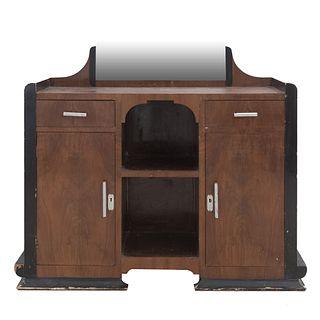 Tocador. SXX. Elaborado en madera. Con espejo 2 cajones, 2 puertas y vanos centrales. Decorado con molduras.