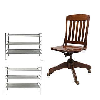 Lote mixto de 3 piezas. SXX. Elaborados en madera y metal. Consta de: sillón ejecutivo en madera y par de muebles zapateros en metal.