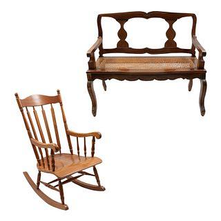 Lote de muebles. SXX. Consta de:  Mecedora y love seats. Elaboradas en madera. Respaldos semiabiertos.