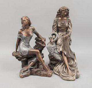 Lote de 2 esculturas. EE. UU., SXX. Elaboradas en escayola moldeada. Acabado metálico. Con etiqueta de la marca Austin Sculptures.