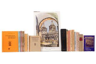 Libros sobre Arquitectura Virreinal. Varios formatos. Algunos títulos: San Agustín de Salamanca; Acámbaro Colonial... Pzs: 25.