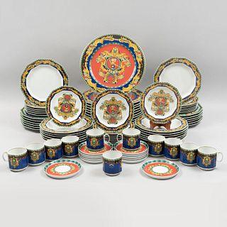 Servicio de vajilla Versace. Alemania, SXX. Elaborada en porcelana Rosenthal.  Diseño de la Casa Versace. Modelo Le Roi Soleil. Pzas 83