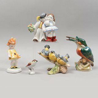 Lote de figuras decorativas. Hungría, SXX. Elaboradas en porcelana Herend, Zsolnay Pecs y otras. Acabado brillante. Piezas: 5
