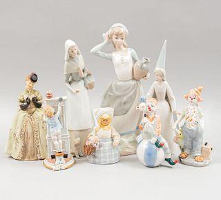 Lote de figuras decorativas. España, Italia, Suecia y México. SXX. Elaboradas en madera y porcelana Lladró, Capodimonte y otras. Pz: 8