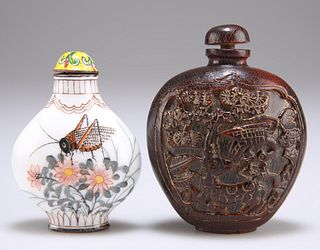 A 19TH CENTURY CHINESE CARVED HORN SNUFF BOTTLE, flattened