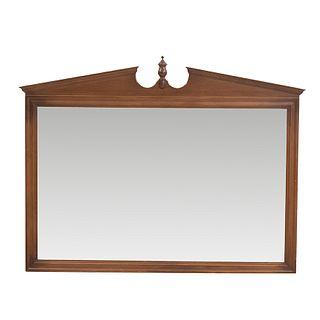 Espejo. SXX. Elaborado en madera . Con luna rectangular. Decorado con remate tipo copa.