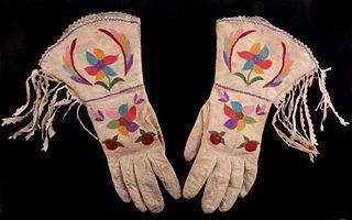 Santee Sioux Applique Scalloped Gauntlets c 1930