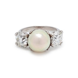 CULTURED SOUTH SEA PEARL AND DIAMOND RING