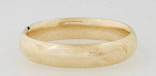 Lady's 14K Victorian Style Hinged Bangle Bracelet, 20th c., with leaf engraving, Int. H.- 2 in., W.- 2 1/4 in., Wt.- .71 Troy Oz.