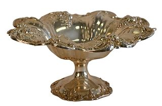 Reed and Barton Francis I Sterling Silver Compote on Pedestal, diameter 11 1/2 inches, 26.6 t.oz. Provenance: Waterfront Estate, Stamford, CT.