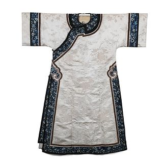 A WHITE-GROUND EMBROIDERED FLORAL LADY'S ROBE