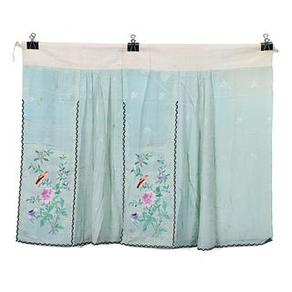 A WHITE-GROUND EMBROIDERED FLORAL SKIRT