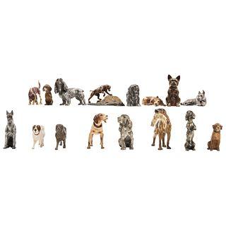LOTE DE FIGURAS DE PERROS AUSTRIA, Ca. 1900 Elaborados en bronce y plomo, diferentes modelos Piezas: 15 Dim máx: 15 x 8.2 cm | LOT OF DOG FIGURES AUST