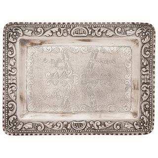 CHAROLA  Ca. 1900 Labrada en plata Muñoz, Madrid Detalles de conservación 16 x 21.5 cm | TRAY  Ca. 1900 Carved in Muñoz silver, Madrid Conservation de