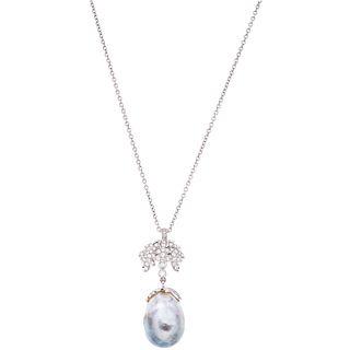 GARGANTILLA Y PENDIENTE CON PERLA BARROCA Y DIAMANTES EN ORO BLANCO DE 18K con una perla gris y diamantes corte brillante ~0.79 ct   CHOKER AND PENDAN